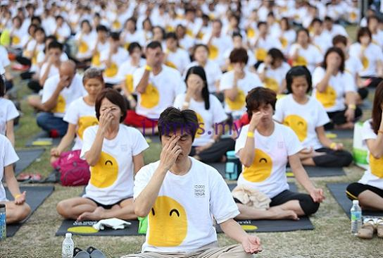 Let S Smile On World Yoga Day Malaysia Indian News Malaysia Tamil Newspaper Www Itimes My